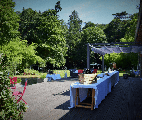 salle de réception pour un mariage près de rennes avec gîtes, terrasses et parc paysager