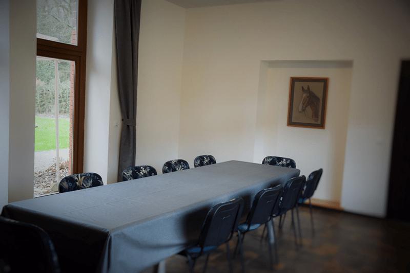 lieu de séminaire atypique et cosy rennes orgeres - 100 personnes assises haut-débit écran et vidéoprojecteur a disposition