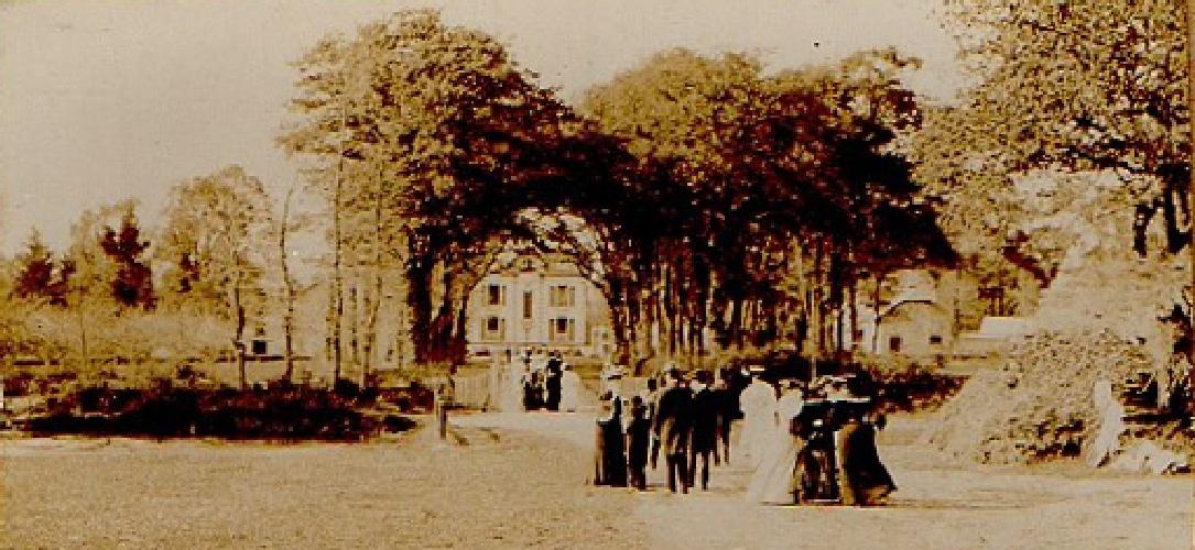 Pour un mariage robes de cocktail au 19eme siècle