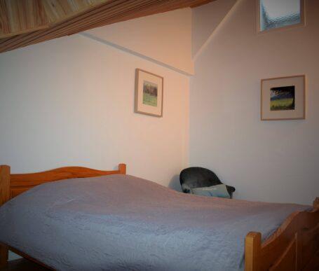 chambre familiale dans la dépendance d'un manoir de type hôtel particulier près de Rennes