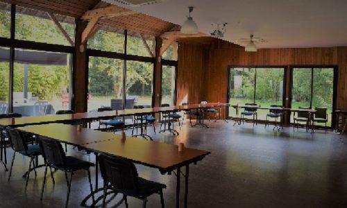 salles de reunions, de seminaires, salle de conférences et colloques lumineuse en pleine nature equipee avec video projecteurs et sonorisation capacite accueil jusqu a 100 personnes